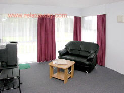 Hibiscus Crown One Bedroom Apartment - Two Share - Click to enlarge